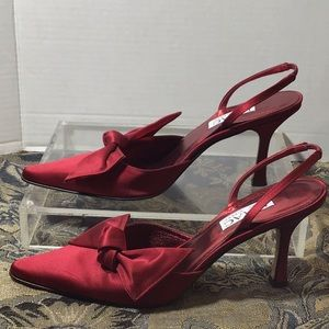 Issac Wizrahi satin sling back heels